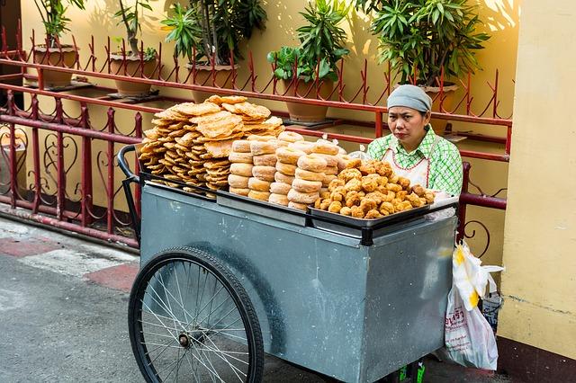 bakery-saleswoman-291048_640